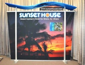 10FT TL HYBRID DISPLAY W/ WAVE TOP & TAPERED FABRIC SIDES